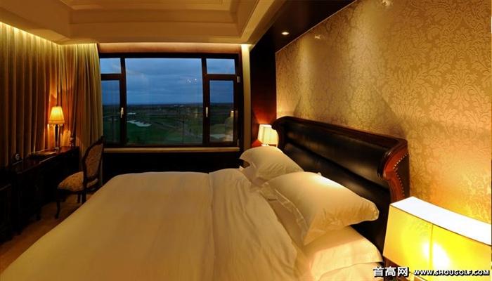是以高尔夫为主题,融合五星级会馆,酒店,温泉,别墅等多项休闲服务设施